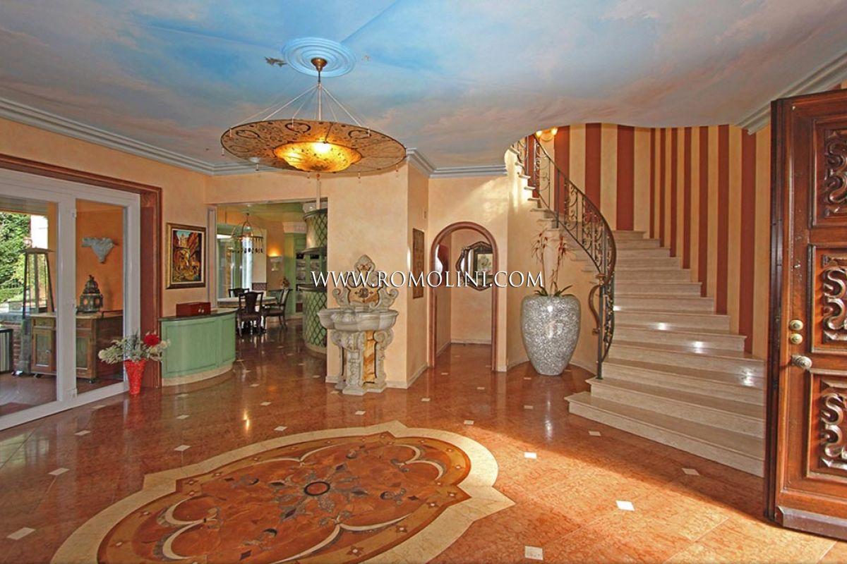 Locarno villa di lusso in vendita lago maggiore for Vendesi ville di lusso