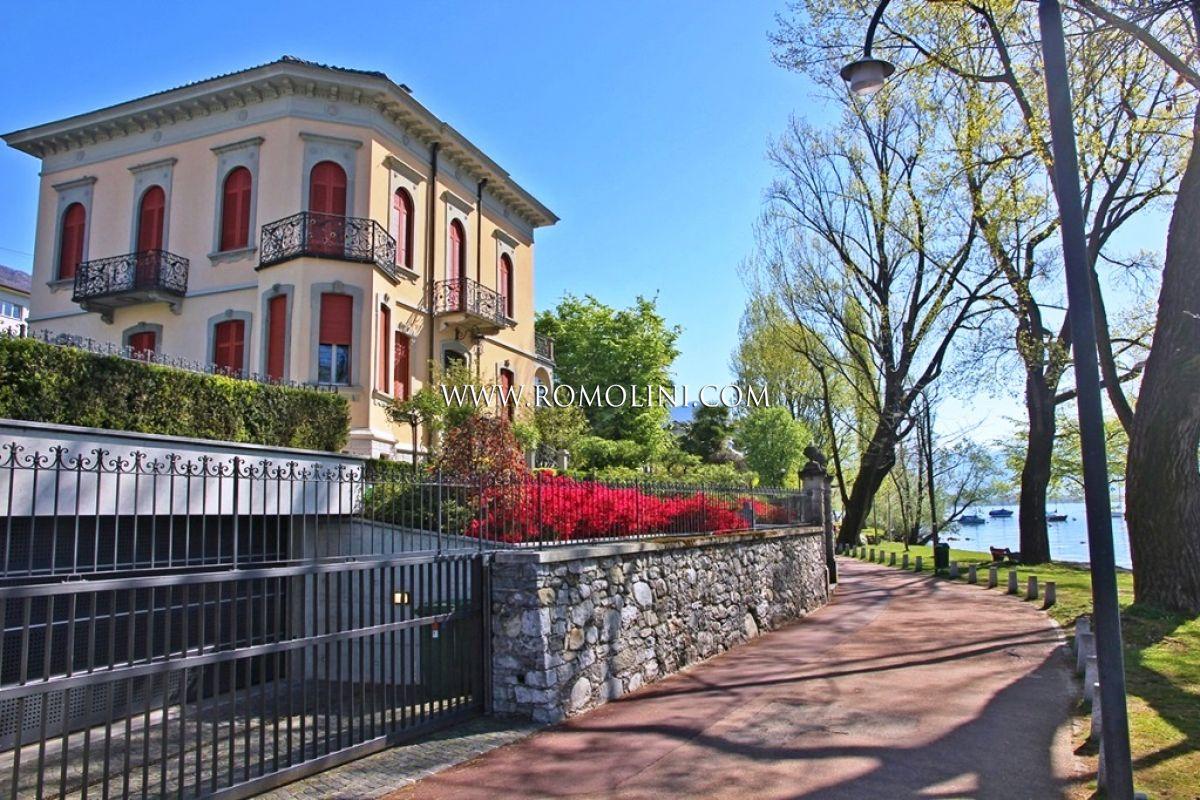 Villa fronte lago con piscina in vendita locarno lago for Lago in vendita