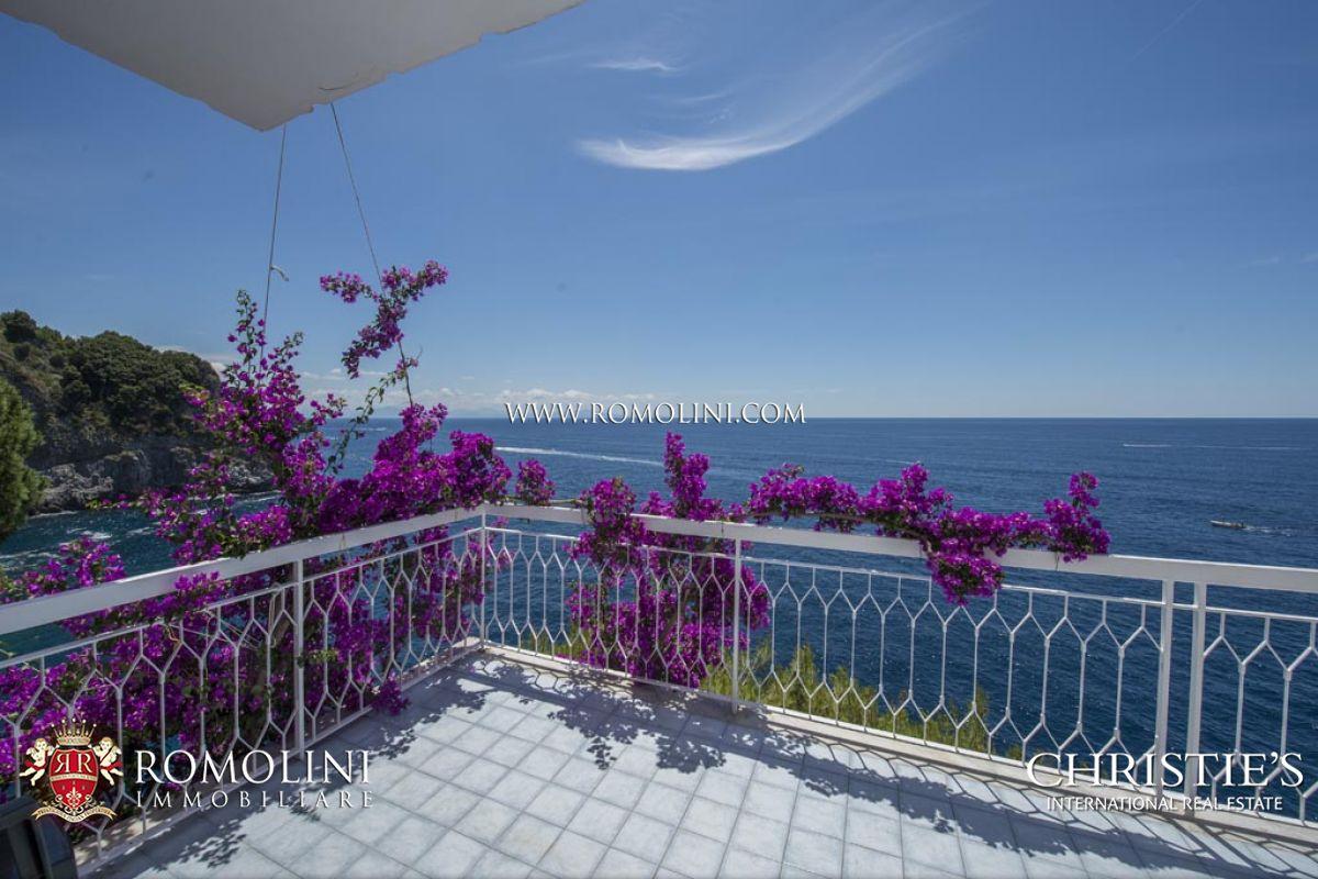 Villas / Stadthäuser für Verkauf beim Campania - VILLA WITH ACCESS TO THE SEA FOR SALE AMALFI COAST Conca Dei Marini, Italien