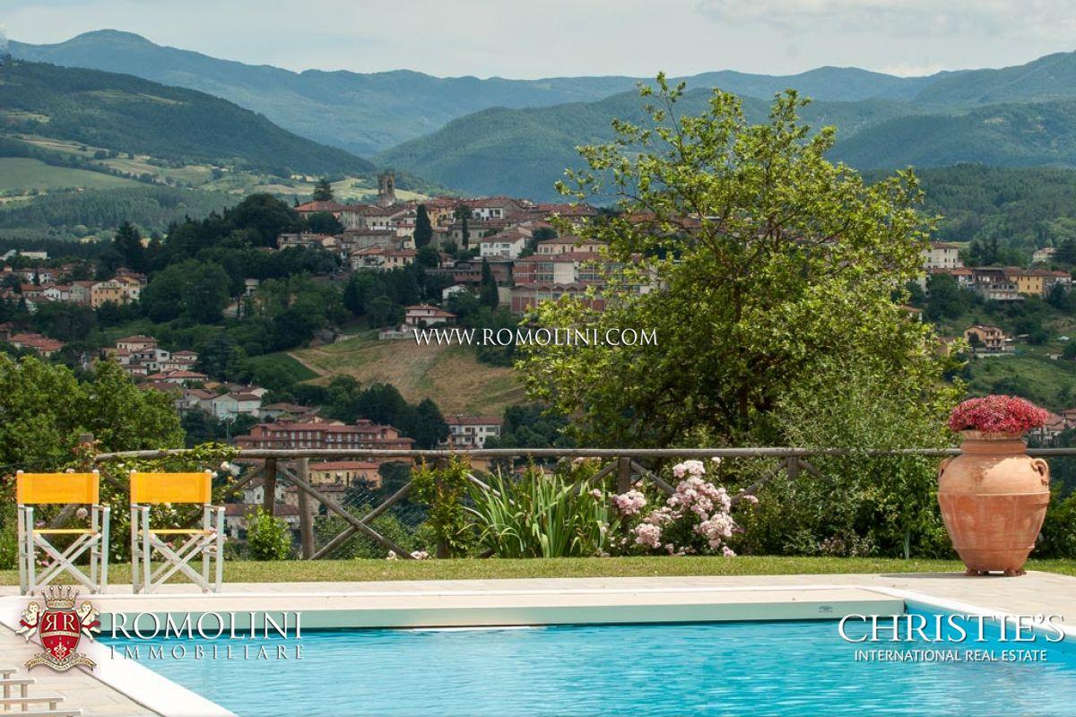 Complesso con tre ville di lusso piscina e terreno in vendita toscana - Ville con piscina in vendita ...