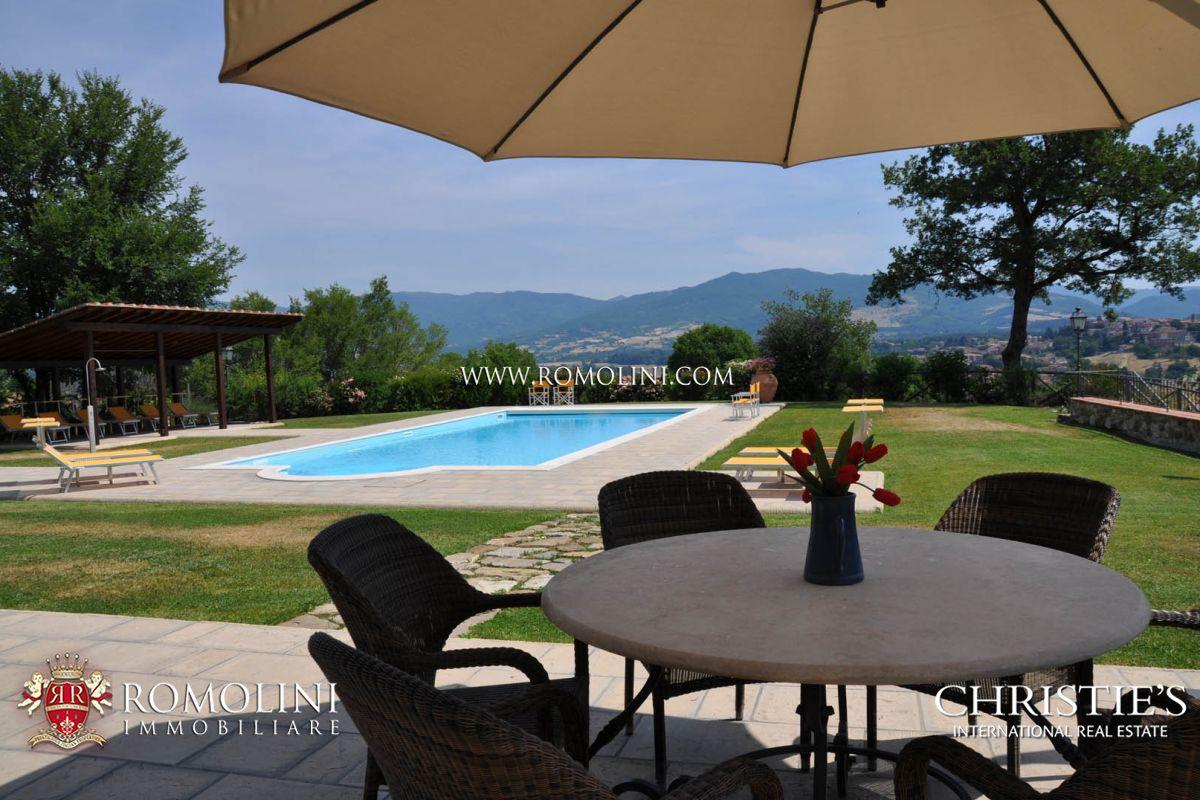 Complesso con tre ville di lusso piscina e terreno in vendita in toscana - Ville con piscina in vendita ...