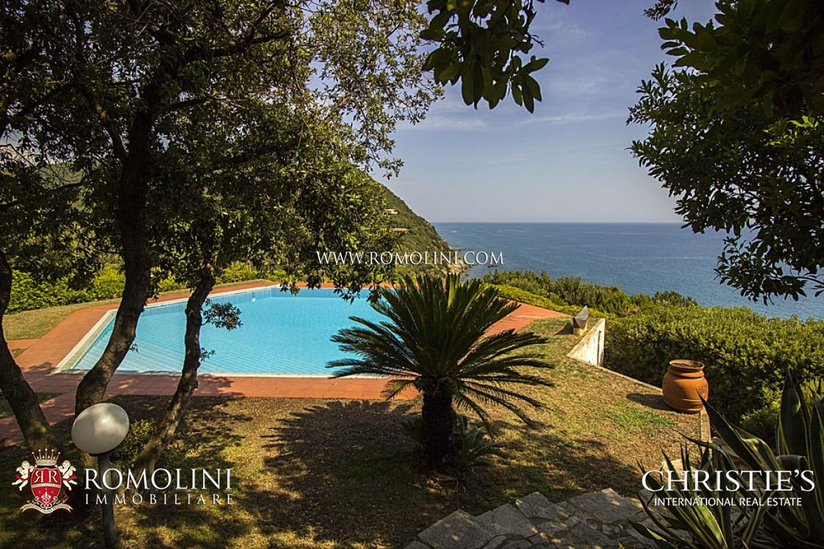 Additional photo for property listing at Tuscany - VILLA WITH DIRECT ACCESS TO THE SEA FOR SALE IN PUNTA ALA Punta Ala, Ý