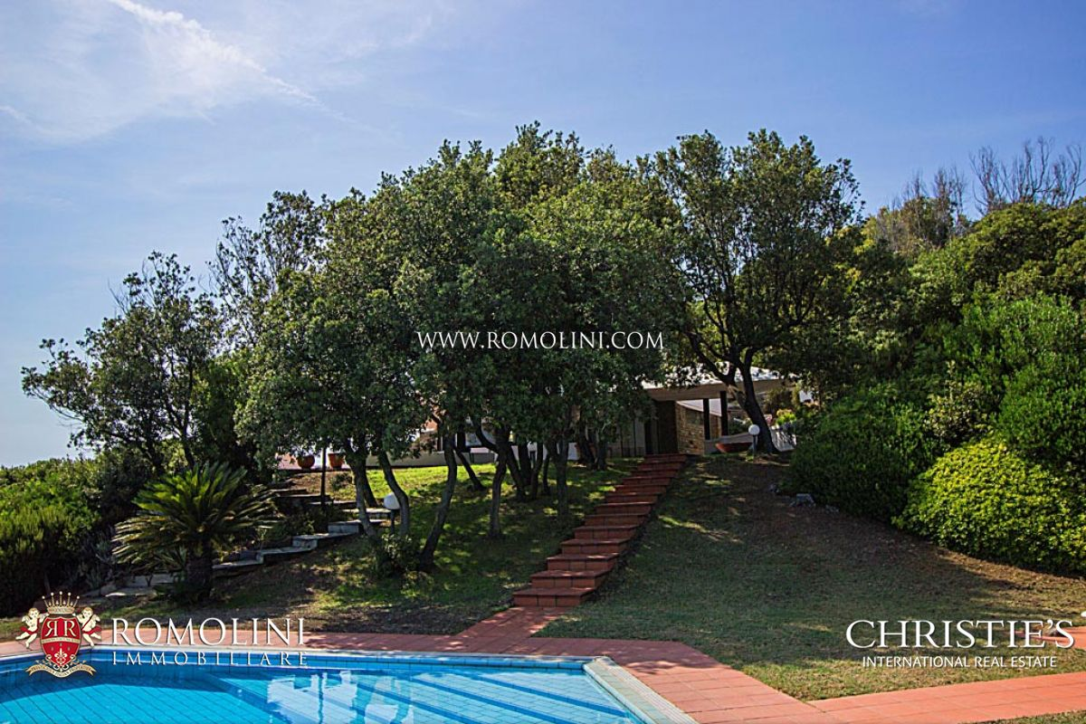 Additional photo for property listing at Tuscany - VILLA WITH DIRECT ACCESS TO THE SEA FOR SALE IN PUNTA ALA Punta Ala, Italien