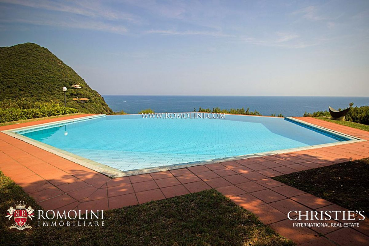 Additional photo for property listing at Tuscany - VILLA WITH DIRECT ACCESS TO THE SEA FOR SALE IN PUNTA ALA 蓬塔阿拉, 意大利