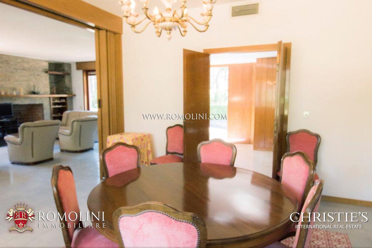 Additional photo for property listing at Tuscany - CASTIGLIONE DELLA PESCAIA: VILLA WITH DIRECT ACCESS TO THE SEA FOR SALE Castiglione Della Pescaia, Italia