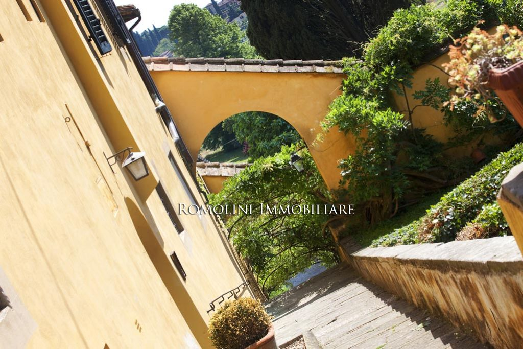 Additional photo for property listing at Tuscany - APARTMENT IN HISTORIC VILLA FOR SALE IN FIESOLE, FLORENCE Fiesole, Italia