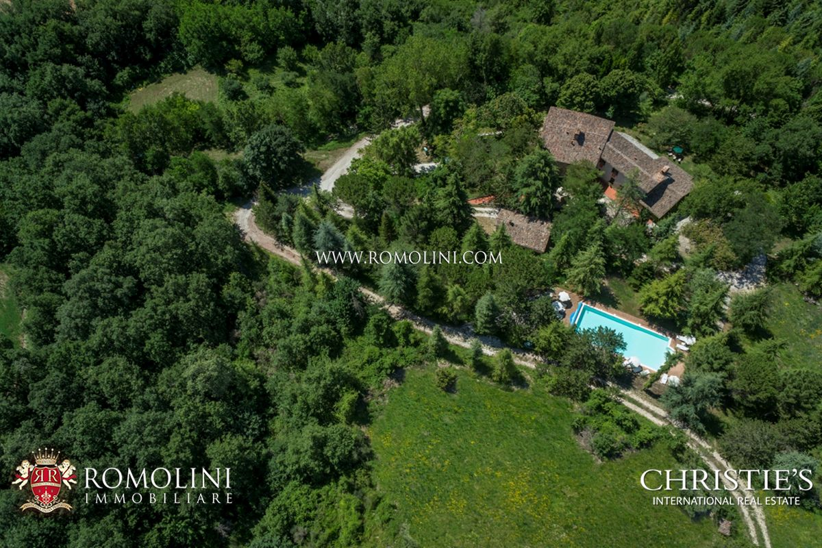 Villas / Moradias em banda para Venda às Umbria - AGRITURISMO WITH POOL FOR SALE IN GUBBIO, UMBRIA Gubbio, Itália