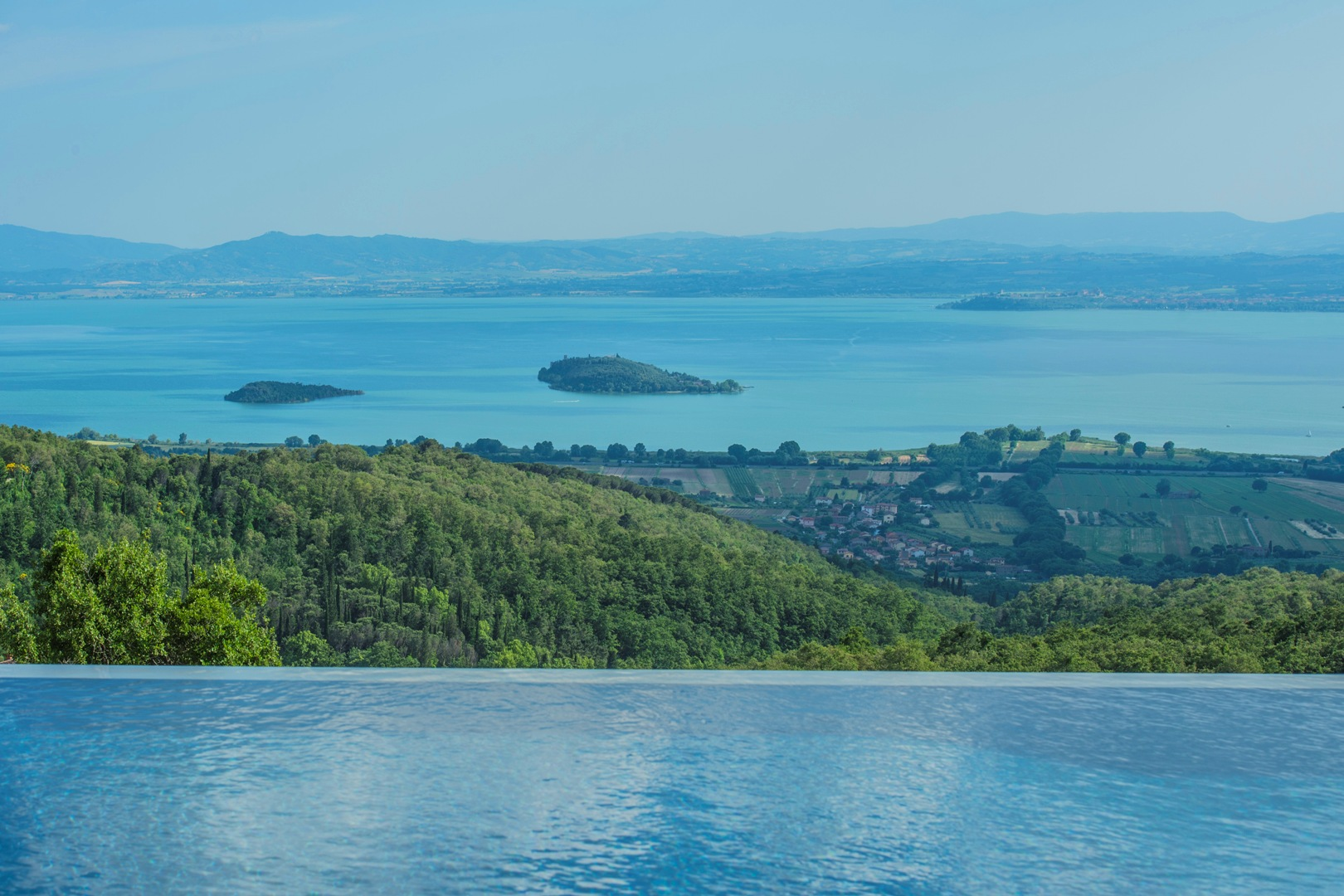 Laghi e fiumi case appartamenti e ville sull lago in for Lago in vendita